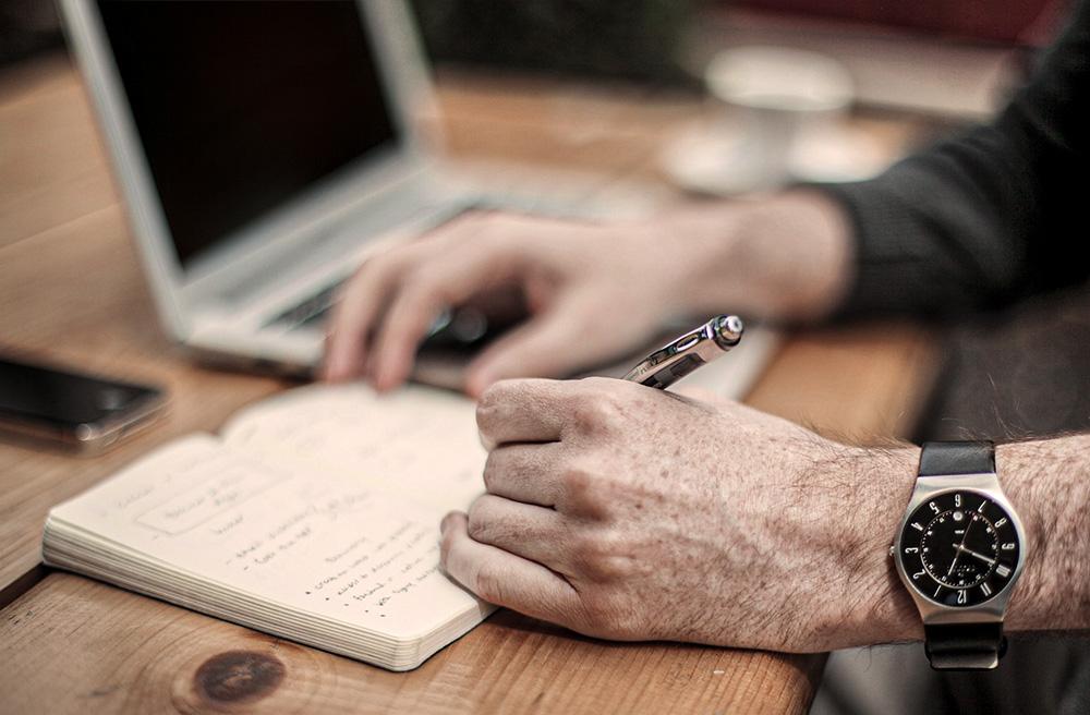 carnet écriture travail ordinateur