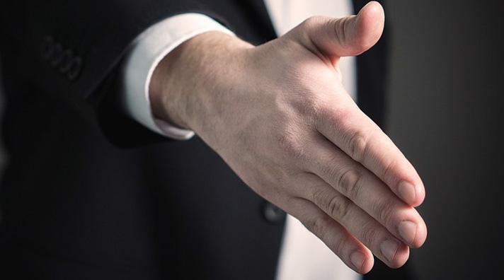 entretien embauche main serrage
