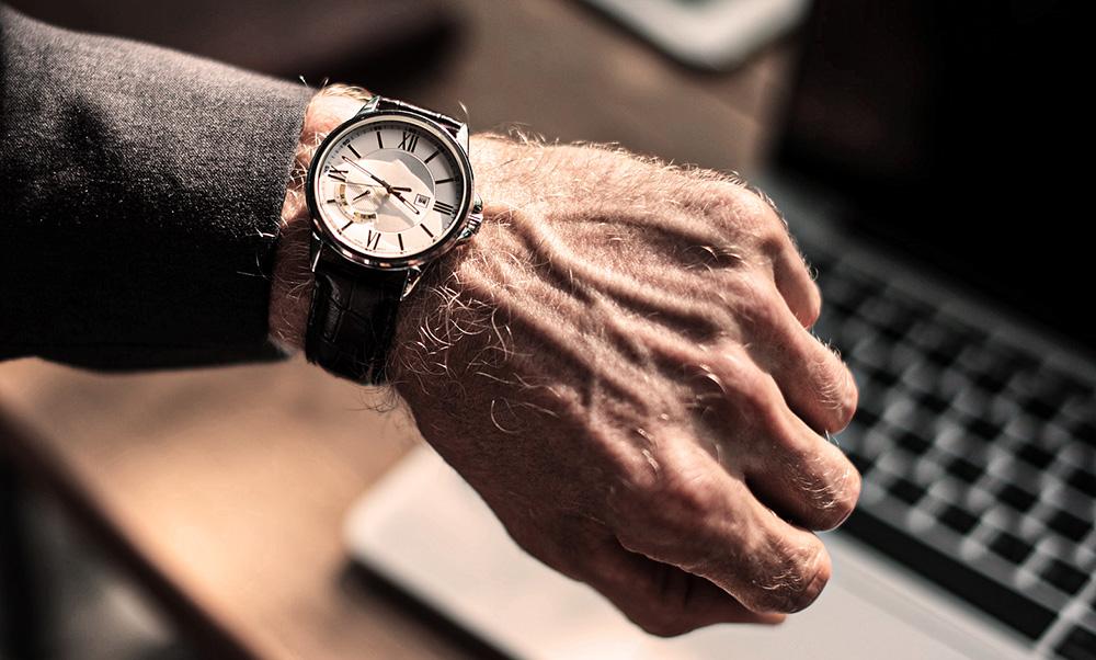 regarder montre travail