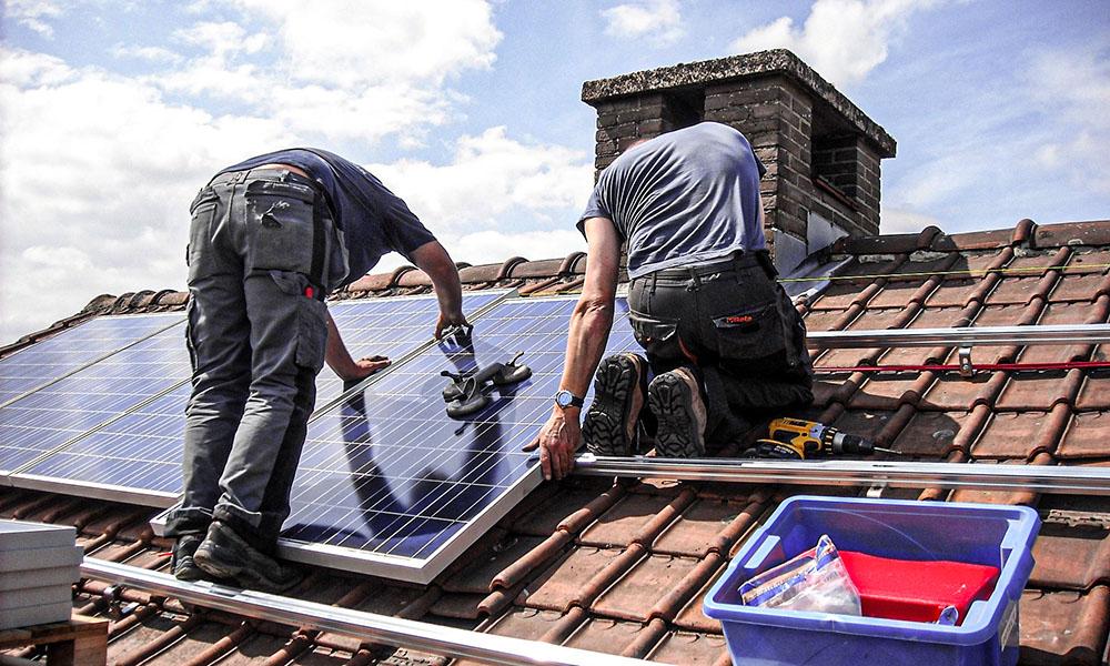 panneaux solaires photovoltaiques toit installation