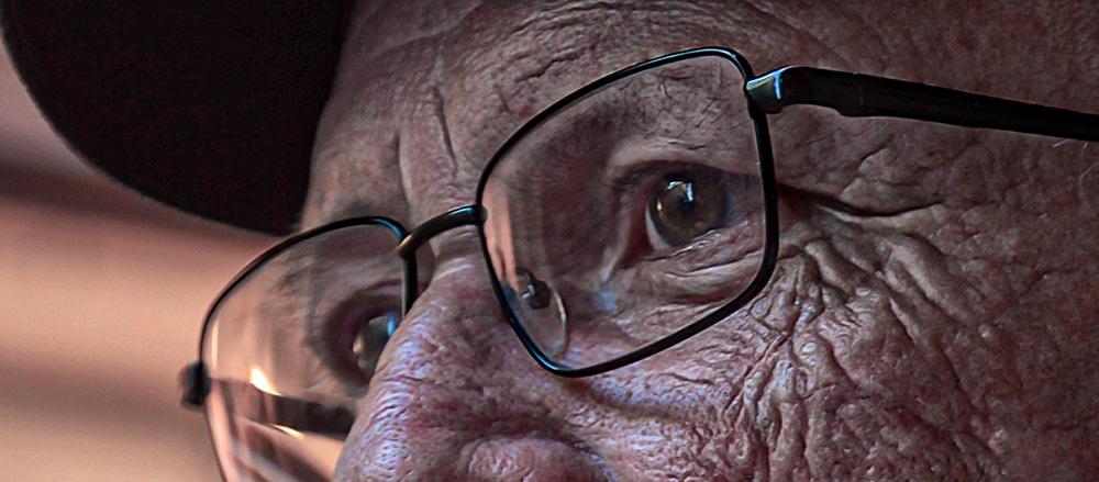 regard yeux vieux