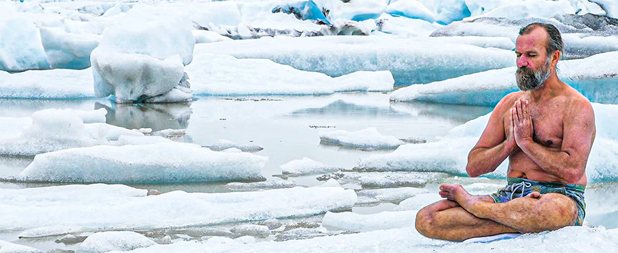 Wim Hof qui médite sur la glace